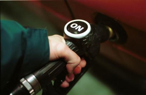 Fot. Adam Warżawa: Na stacjach benzynowych oferuje się tzw. przejściowy olej napędowy, który może być stosowany podczas mrozów do minus 15 stopni C.