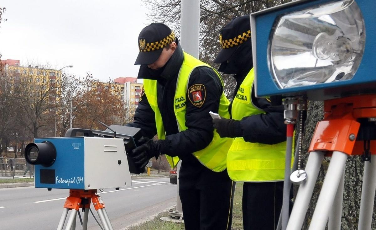 Straże gminne i miejskie od 1 stycznia 2016 roku nie będą mogły dokonywać kontroli fotoradarowej kierowców. Tak wynika z nowelizacji ustawy prawo o ruchu drogowym oraz ustawy o strażach gminnych, którą podpisał prezydent Andrzej Duda / Fot. Archiwum