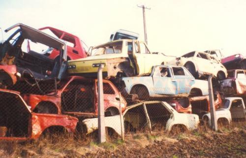 """Fot. archiwum: Wyrejestrowanie starego pojazdu nie odbywa się """"automatycznie"""". Wcześniej trzeba pojazd oddać na złom do specjalnej placówki."""