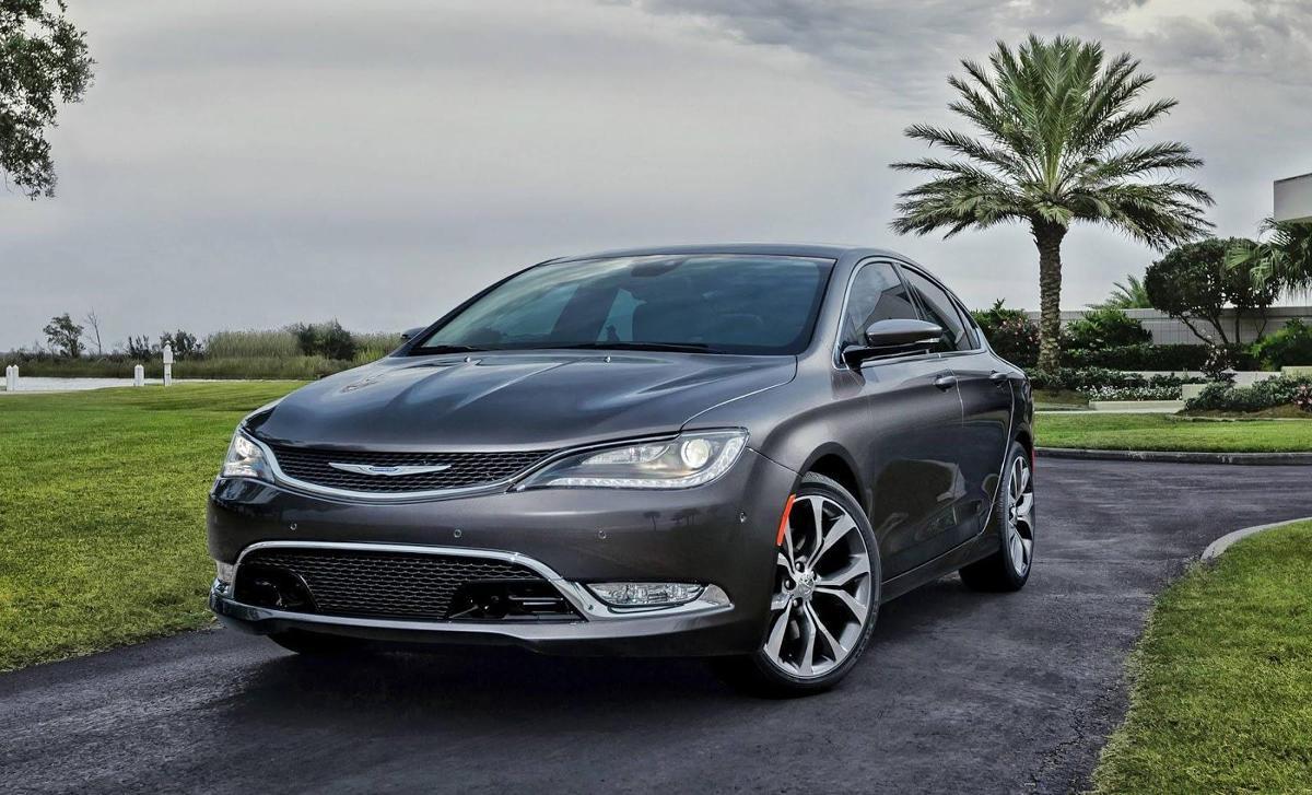 Nowy Chrysler 200 zadebiutuje w Detroit on harley-davidson neon, dodge neon, fresh air door 2002 neon, exotic cars neon, nissan neon, venom gt neon, mustang neon, plymouth neon,