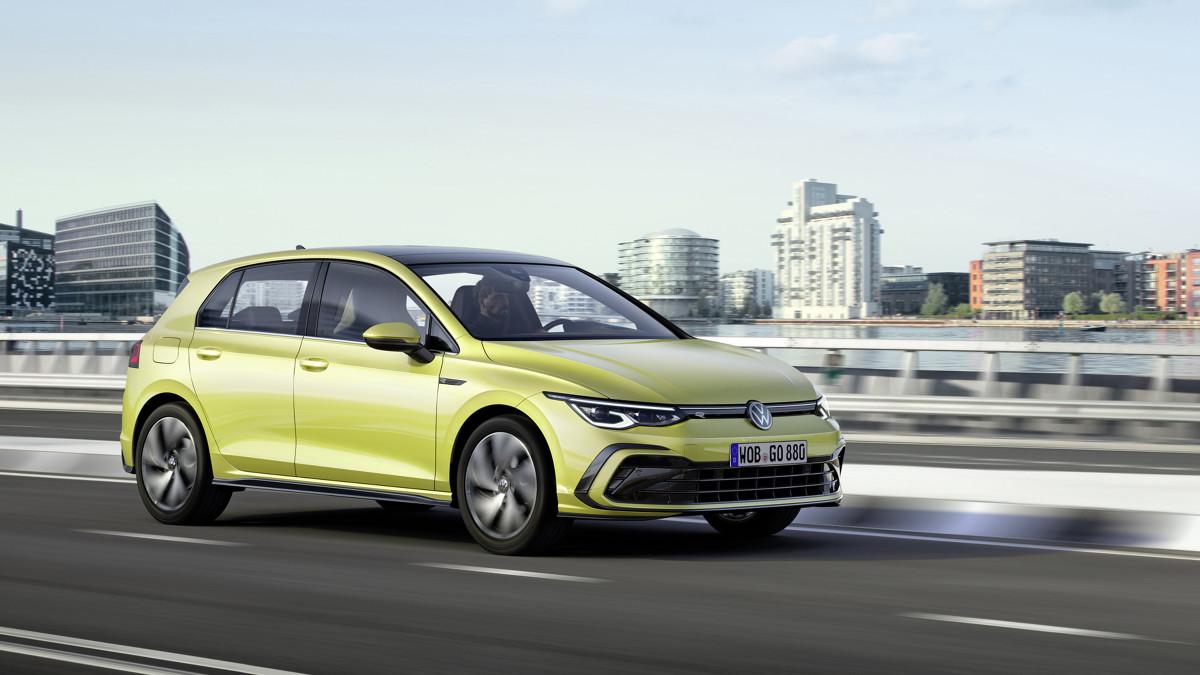 Volkswagen Golf R Line   R-Line jest najbardziej sportową ze wszystkich wersji wyposażenia nowego Golfa. Wyposażenie nowego Golfa R-Line obejmuje elementy dostępne w wersjach Golf i Life oraz wiele wyróżników zarezerwowanych wyłącznie dla tej wersji.   Fot. Volkswagen