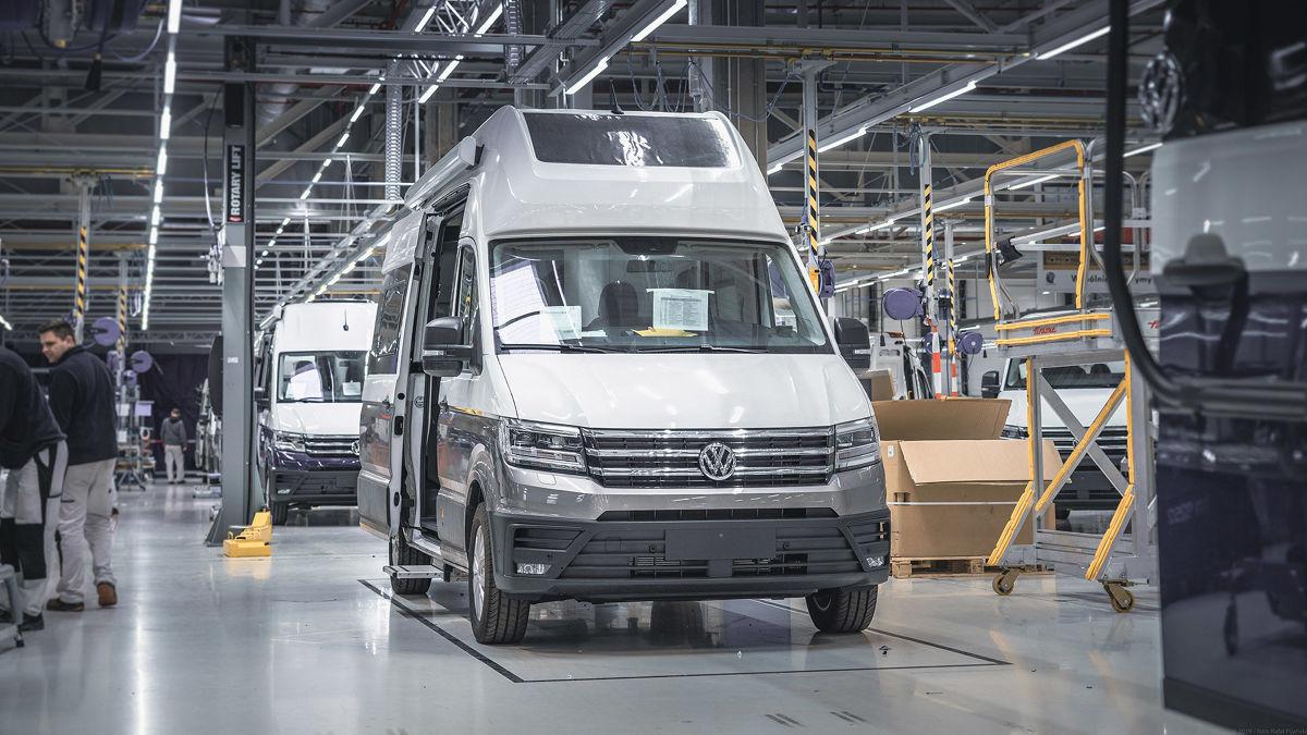Volkswagen Grand California jeszcze na taśmie produkcyjnej. Fot. Volkswagen