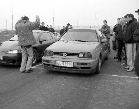 Wyścigi na drodze między Skierniewicami a wsią Miedniewice przeprowadzano w ostatnich miesiącach kil