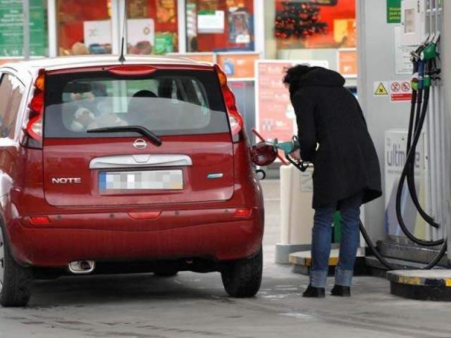 Ceny paliw: do pełna proszę, byle przed 1 stycznia