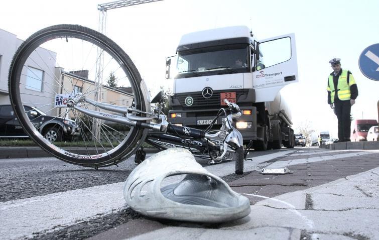 Nowe przepisy dla rowerzystów nie działają? Cyklistów ginie więcej