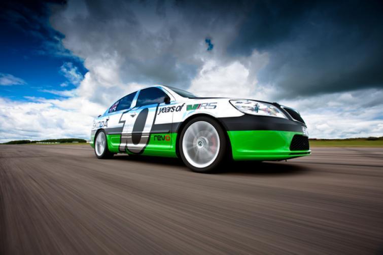 Skoda Octavia RS pojedzie 325 km/h... po jeziorze