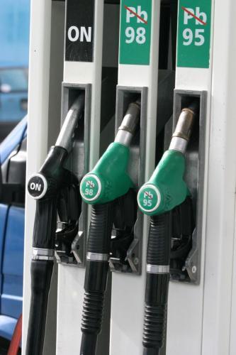 Fot. Robert Kwiatek: W zasadzie trudno się pomylić, a jednak niektórzy kierowcy przez roztargnienie zamiast oleju napędowego wlewają do zbiornika benzynę. Wtedy nie należy uruchamiać silnika i przetransportować pojazd do warsztatu.