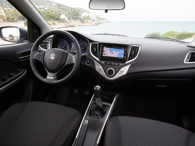 Suzuki Baleno   Suzuki Baleno to nowa konstrukcja. Pojazd klasyfikowany jest pomiędzy segmentem B i C. Do wyboru przewidziano dwa silniki benzynowe.   Fot. Suzuki