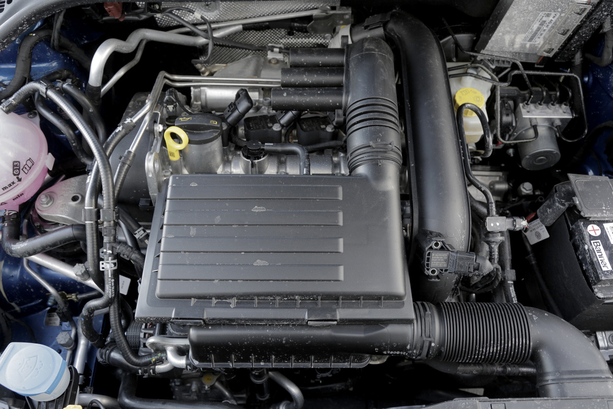 Wszechobecna troska  o ekologię sprawia, że producenci samochodów muszą szukać coraz nowszych sposobów na redukcję emisji spalin. To głównie dlatego dzisiejsze auta są wyposażane w coraz mniejsze, ale wcale nie słabsze silniki.   fot. Skoda