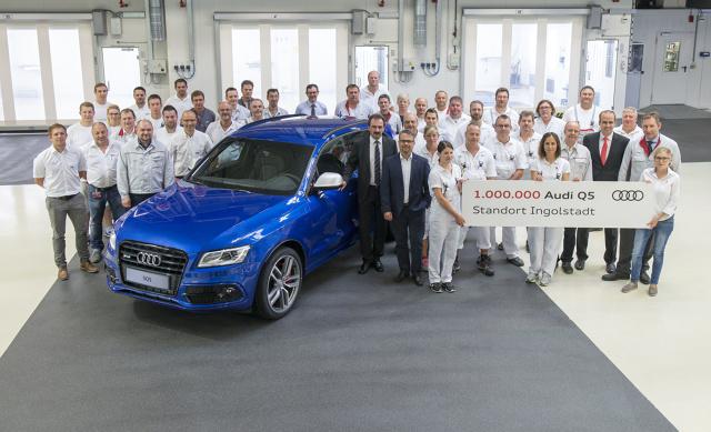Audi SQ5   Milionowy egzemplarz Audi Q5 zjechał z taśmy produkcyjnej w najważniejszej fabryce Audi, w Ingolstadt. Milionowe auto, w wersji SQ5 i w kolorze błękitnym Sepang, trafi do rodziny w Niemczech.   Fot. Audi