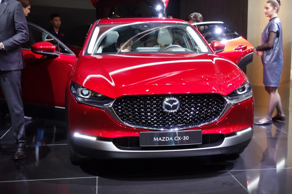 Mazda CX-30   Auto będzie wprowadzane na światowe rynki, a sprzedaż w Europie zacznie się już latem tego roku.   Fot. Ryszard M. Perczak