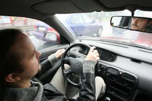 Zmęczenie za kierownicą. Jak podróżują Polacy?