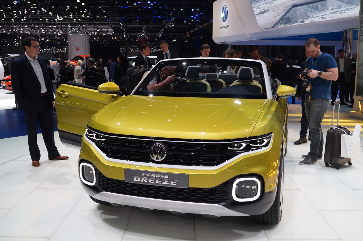 Volkswagen T-cross Breeze   Prototyp Volkswagena napędza benzynowy, trzycylindrowy silnik o pojemności 1.0 l, który oferuje 110 KM oraz 175 Nm. Do 100 km/h rozpędzimy się w 10,3 s natomiast prędkośc maksymalna wyniesie 188 km/h / Fot. Volkswagen