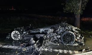 Pożar auta. Ten luksusowy pojazd zapalił się podczas jazdy. To hybryda