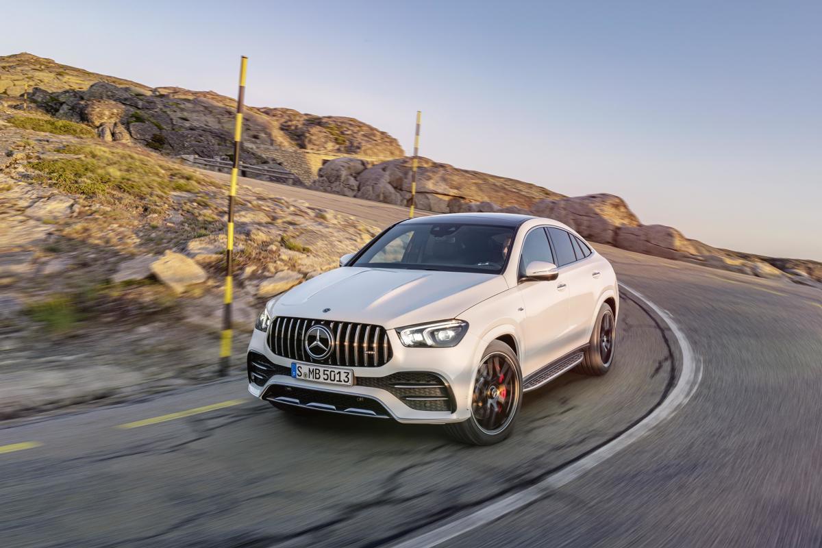Początkowo oferta obejmuje wersje 350d 4MATIC i 400d 4MATIC z 6-cylindrowym silnikiem wysokoprężnym (272 KM i 330 KM), a także sportowy wariant AMG 53 4MATIC+ (435 KM). Fot Daimler