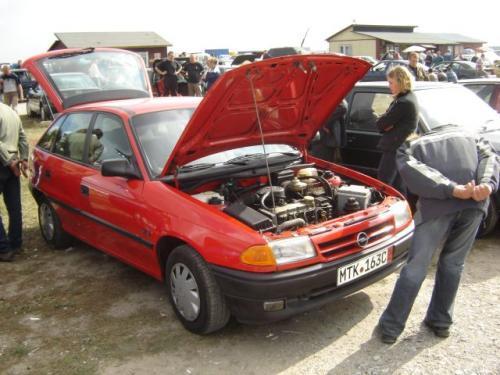 Fot. Maciej Pobocha: W samochodach z połowy lat 90. istniały pewne różnice w technologii między benzynowymi silnikami 8 i 16-zaworowymi. Jeżeli zależy nam na osiągach auta, lepiej wybrać silnik wielozaworowy, dla jeżdżących spokojnie, wystarczy silnik tra