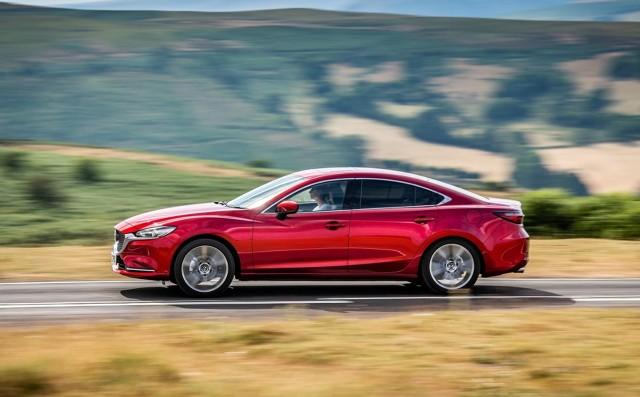 Oba auta są na rynku już od kilku lat – Volkswagen Passat od 2014, Mazda 6 od 2012. Oba mają bardzo silną pozycję w segmencie D i cieszą się sporą popularnością. Mimo to różnice między tymi modelami są ogromne i każdy z nich zadowoli zupełnie inną grupę odbiorców.   Fot. materiały producentów
