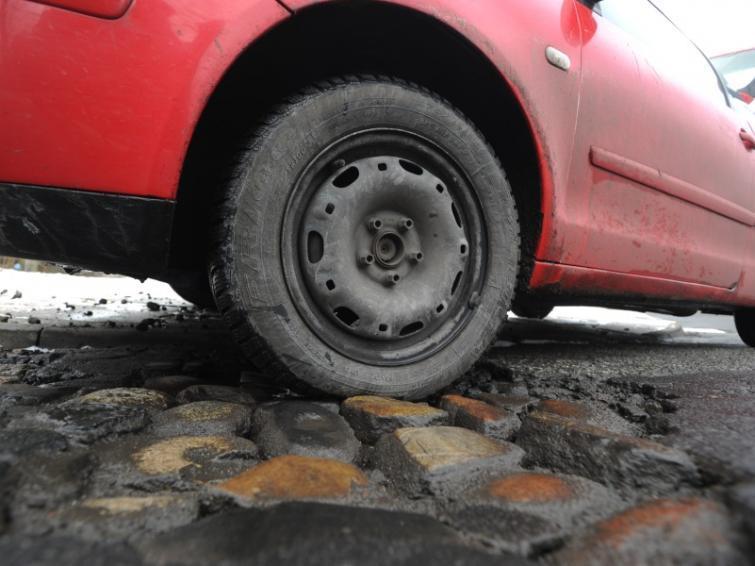 Uszkodziłeś auto na dziurze? Walcz o odszkodowanie!