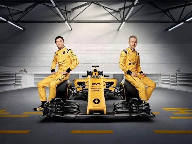 Zespół Renault Sport Formula One Team zaprezentował swoje nowe barwy, w jakich będzie walczył w tym sezonie w mistrzostwach świata Formuły 1. Prezentacja nowych barw, utrzymanych tradycyjnie w żółto-złotej i czarnej kolorystyce, miała miejsce w Melbourne.   Fot. Renault