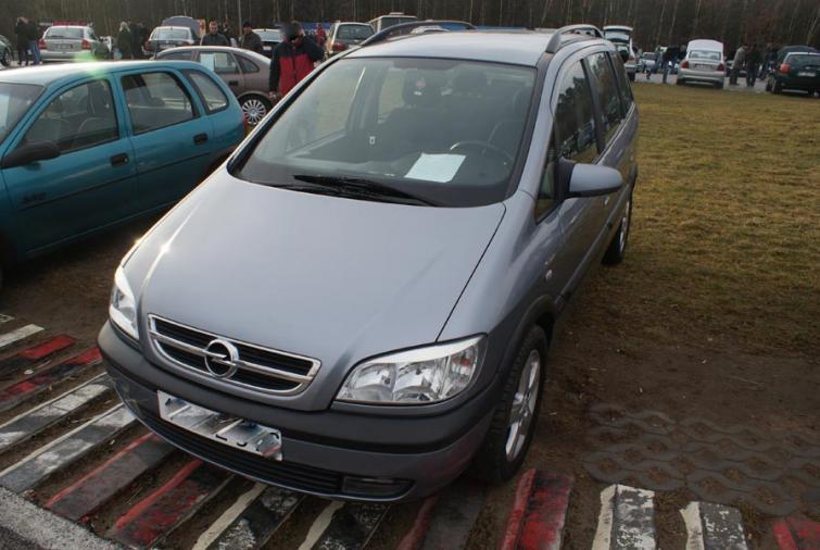 Giełdy samochodowe w Kielcach i Sandomierzu (04.12) - ceny i zdjęcia