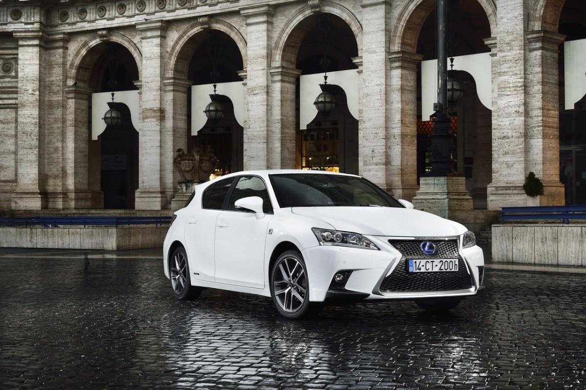 Kolejna generacja hybrydowego Lexusa CT ma mieć większe wymiary od dotychczasowej i stylistykę zbliżoną do crossoverów NX i RX / Fot. Lexus