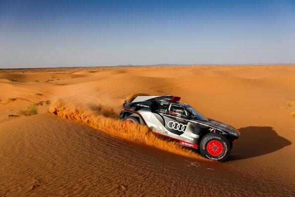 W ramach przygotowań do swego debiutu na słynnym Rajdzie Dakar w styczniu 2022, Audi Sport przez niemal dwa tygodnie testowało Audi RS Q e-tron w Maroku. Momentami warunki były bardzo ekstremalne.  Fot. Audi