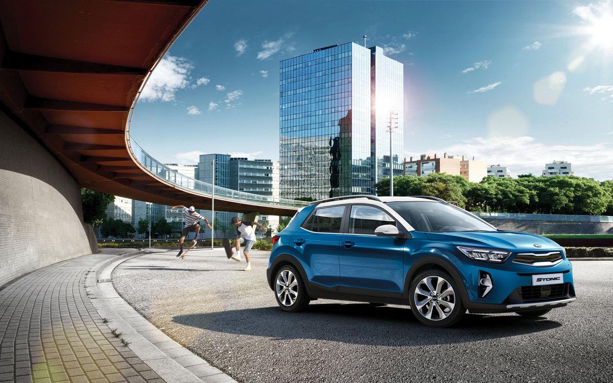 Kia Stonic    Kia Motors Polska ogłosiła dziś ceny modelu Stonic, który poddano licznym modyfikacjom, obejmującym m.in. gamę silników oraz ofertę zaawansowanych systemów zarówno łączności ze światem zewnętrznym, jak i asystujących.   Fot. Kia