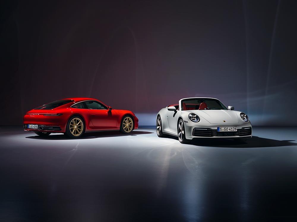 Seria 911 wita nowego członka: Porsche poszerza gamę ósmej generacji modelu o odmiany 911 Carrera. Nowy samochód sportowy trafia na rynek z nadwoziami Coupé i Cabriolet, a jego trzylitrowy, sześciocylindrowy silnik typu bokser z doładowaniem biturbo generuje moc 385 KM.   Fot. Porsche