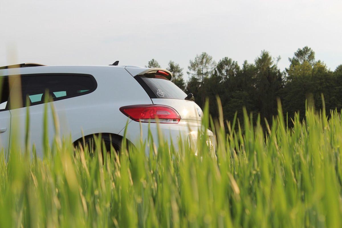 Posiadacze czterech kółek przywykli do ciągłych opłat, które muszą uiszczać z tytułu posiadania takiego, a nie innego pojazdu. Okazuje się jednak, że decydując na model wybranej marki przy zakupie, w ogólnym rozrachunku może nas to kosztować znacznie mniej, niż gdybyśmy sięgnęli po auto wyprodukowane przez innego producenta.
