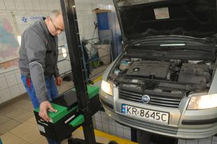 Badanie techniczne auta. Podwyżka i kara dla spóźnialskich