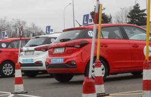 Prawo jazdy 2020. Prawo jazdy kategorii B – czym można jeździć?