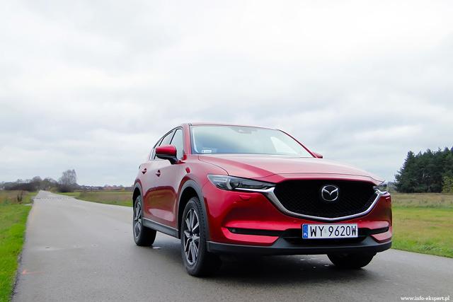 Mazda CX-5  Mazda CX-5 to jedna z najciekawszych propozycji w segmencie SUV'ów – atrakcyjny design zewnętrzny, przestronna, funkcjonalna i dobrze wykończona przestrzeń pasażerska oraz świetne właściwości jezdne sprawiają, że jej popularność na rynku nieustannie rośnie.    Fot. Dariusz Wołoszka / Info-Ekspert (http://www.info-ekspert.pl)