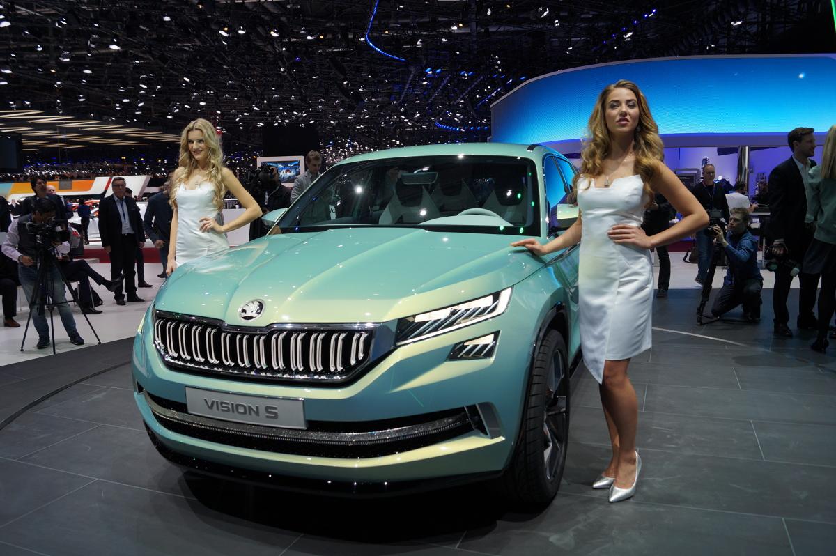 Skoda VisionS   Samochód jest hybrydą plug-in składającą się z silnika 1.4 TSI oraz dwóch elektrycznych. Łącznie do dyspozycji mamy 225 KM mocy / Fot. Tomasz Szmandra