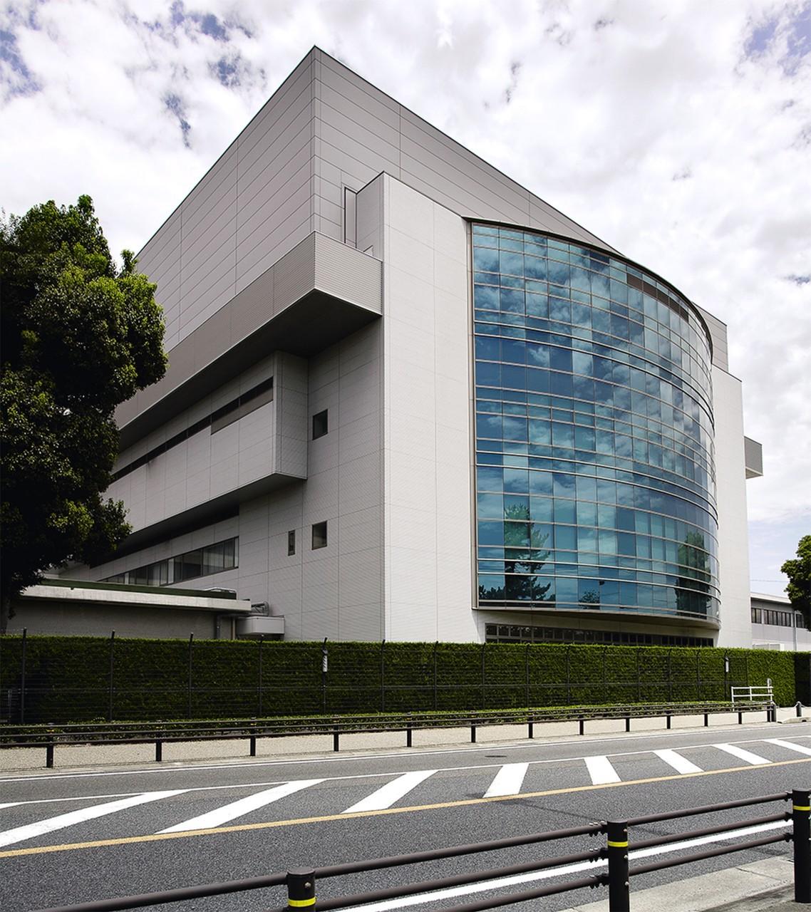Zbudowane w 2003 roku centrum projektowe Lexusa w prefekturze Aichi wyposażone jest w szereg technologii, wspomagających tworzenie nowych projektów od fazy koncepcyjnej po prototyp. To właśnie tu zaprojektowano np. od podstaw popularnego crossovera NX.  Fot. Lexus International, Kohei Take