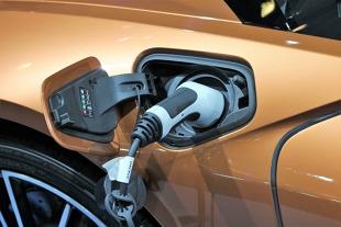 Samochód elektryczny. Infrastruktura nie jest gotowa na auta na prąd?
