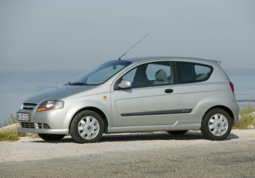 Fot. Chevrolet: Za najtańszego Chevroleta Aveo w wersji 3-drzwiowej, który jeszcze w tym miesiącu zostanie wprowadzony do sprzedaży, klienci zapłacą 32 950 zł.