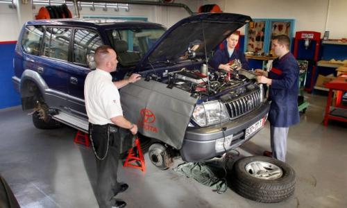 Fot. Toyota: W autoryzowanych warsztatach naprawiane są samochody na gwarancji.
