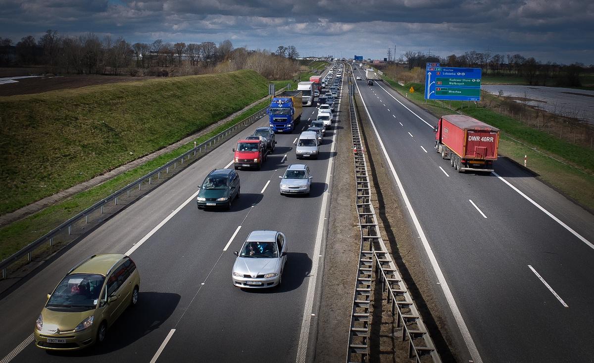 Co dziesiąty wypadek na autostradach w Polsce spowodowany jest zmęczeniem lub zaśnięciem kierowcy. Co zrobić, żeby nasza jazda autostradą była bezpieczna? Specjaliści mają na to jedną radę - róbmy przerwy w podróży, obserwujmy nasz organizm i planujmy postoje.  Fot. Janusz Wójtowicz