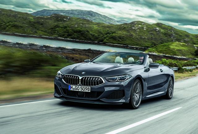 """BMW Serii 8 Cabrio   Ciekawostką jest to, że mimo wyższego pozycjonowania nowe BMW 8 Cabrio będzie krótsze o 54 mm od poprzedniej serii 6 o takim samym nadwoziu. Odkryta wersja """"ósemki"""" będzie miała 4348 mm długości przy  zachowaniu takiego samego rozstawu osi jak w wersji Coupé - 2822 mm.   Fot. BMW"""