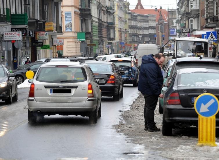 W Szczecinie w korkach kierowcy spędzają 16 dni w roku
