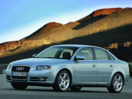 Fot. Audi: Charakterystyczny przód Audi otrzymał również model A4 najnowszej generacji. Tym samym upodobnił się do większego A6.