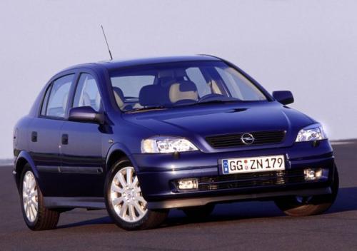 Fot. Opel: Opel Astra Classic II jest produkowana w fabryce Opla w Gliwicach. Na zdjęciu model z nadwoziem 5-drzwiowym hatchback.