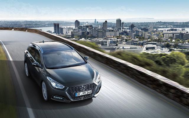 Hyundai i40  Model i40 jest teraz dostępny z nowo opracowanym silnikiem Diesla Smartstream o pojemności 1,6 litra z dwoma poziomami mocy.   Fot. Hyundai