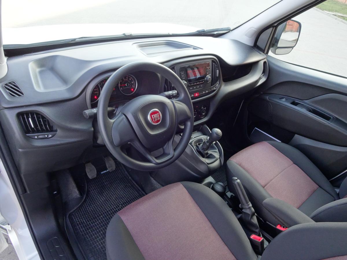 Fiat doblo 2015 uniwersalny pomocnik video fiat doblo for Fiat doblo interieur