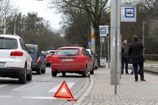 Trójkąt ostrzegawczy. Kiedy i w jakiej odległości od auta trzeba go ustawić?