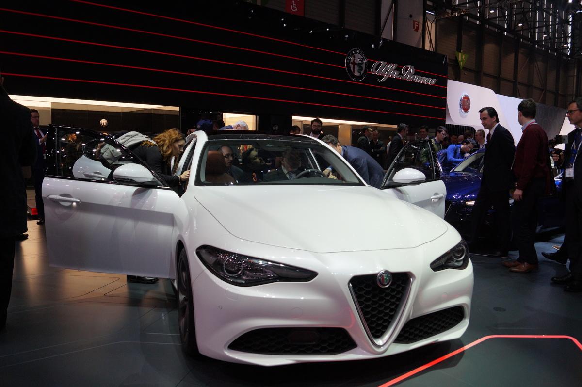 Alfa Romeo Giulia  Wiele osób czekało na premierę modelu Giulia w najmocniejszej wersji QV. Tymczasem w Genewie możemy zobaczyć bazowy wariant / Fot. Tomasz Szmandra