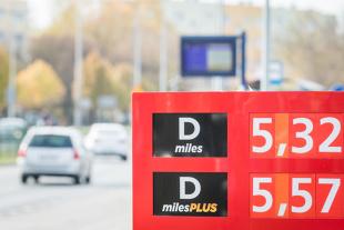 Ceny paliw. Przecena na polskim rynku. Jak duża?