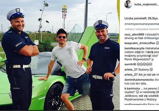 Lamborghini Huracan  Lamborghini Huracan, którym poruszał się celebryta posiada silnik V10 o pojemności 5,2 litra i rozwija moc 611 KM.  Jak widać na fotografii, tym razem jazda zakończyła się policyjną kontrolą.   Źródło: Instagram/kuba_wojewodzki_official