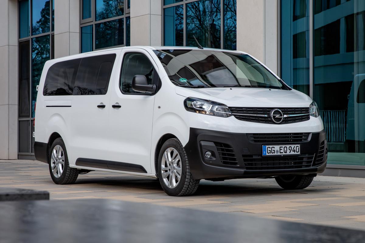 Opel Vivaro Kombi  Dziewięć miejsc siedzących, trzy długości oraz standardowa wysokość poniżej 1,9 m, umożliwiająca dostęp do parkingów podziemnych.  Fot. Opel