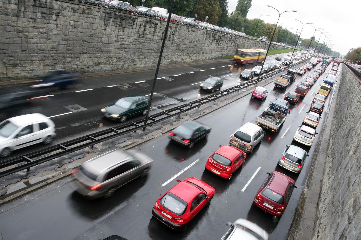 W Warszawie średnia prędkość pojazdów w godzinach szczytu wynosi 34 km/h/fot. archiwum Polskapresse